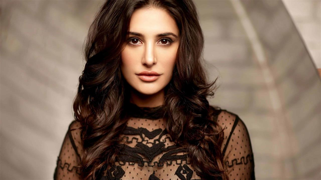 Beautiful_Nargis_Fakhri_4K_Wallpapers