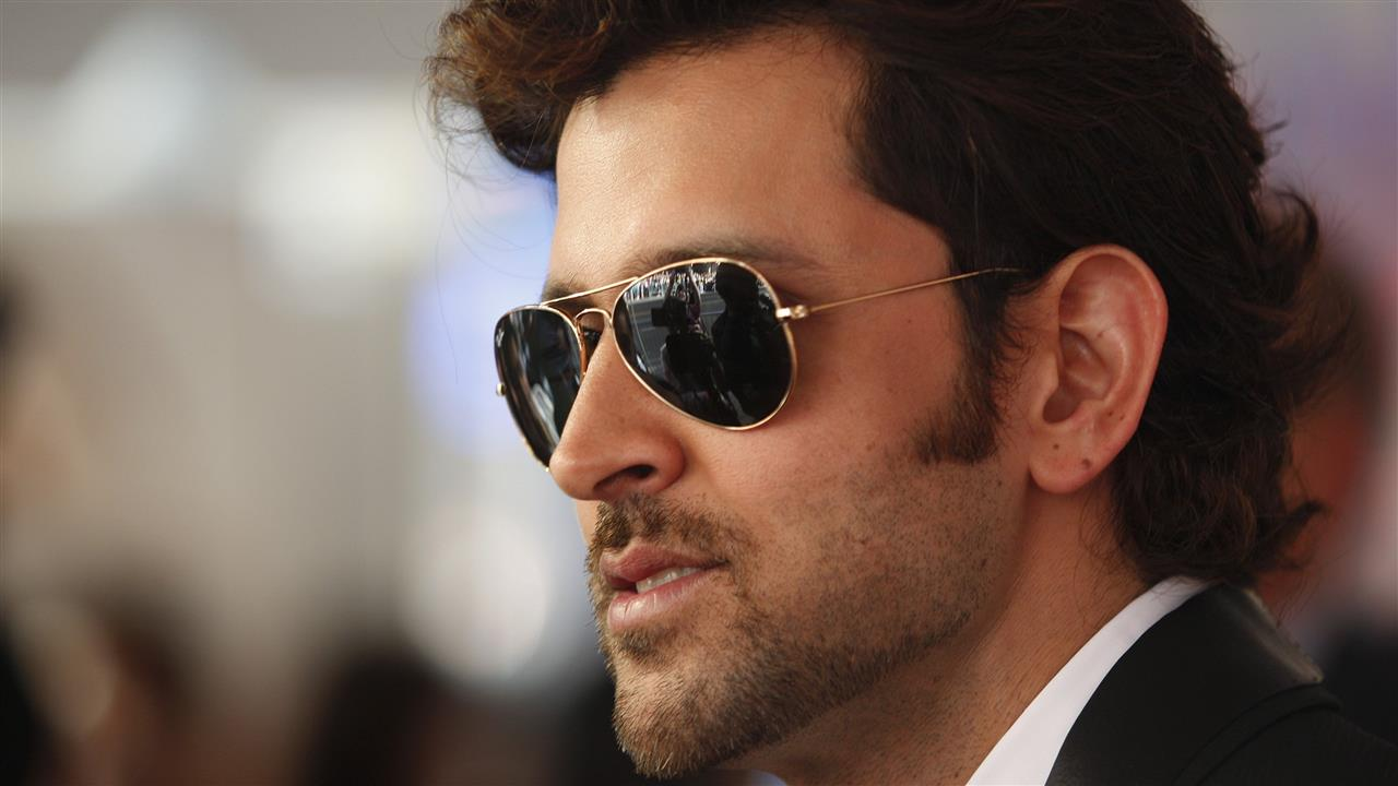 Hrithik_Roshan_in_Black_Sunglass
