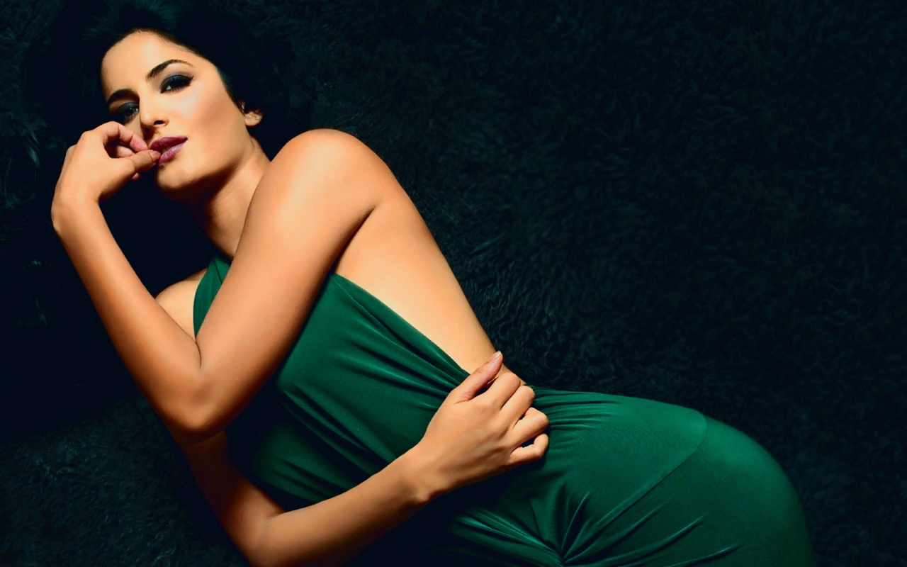 katrina_kaif_green_dress-1280x800